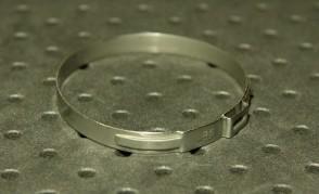 Opaska zaciskowa z zamkiem mechanicznym 57,3-60,5mm szer.7mm