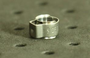 Opaska zaciskowa z wewnętrznym pierścieniem (wkładką) 7-8,5mm szer.7,4mm